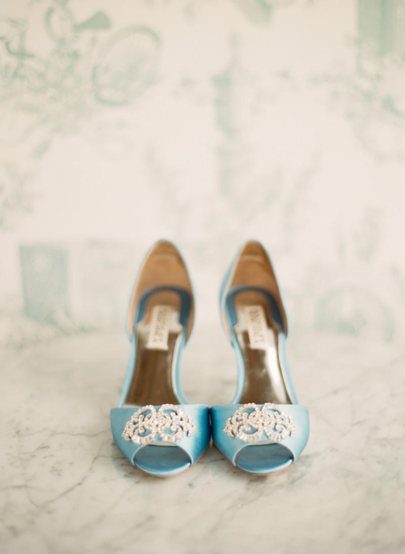 sapato azul para a noiva