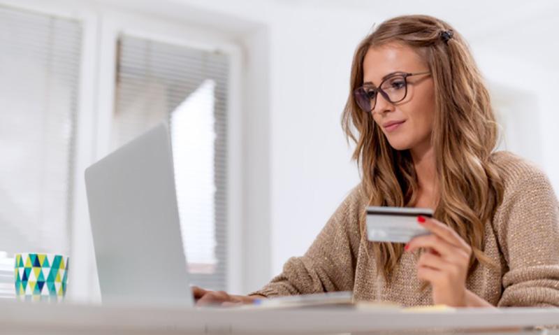 pagamento com cartão de crédito para comprar itens do casamento