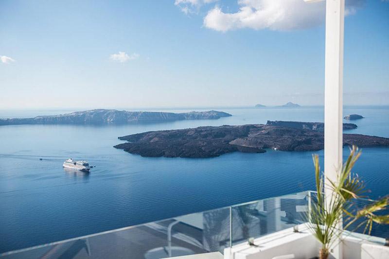 On The Rocks Hotel Santorini
