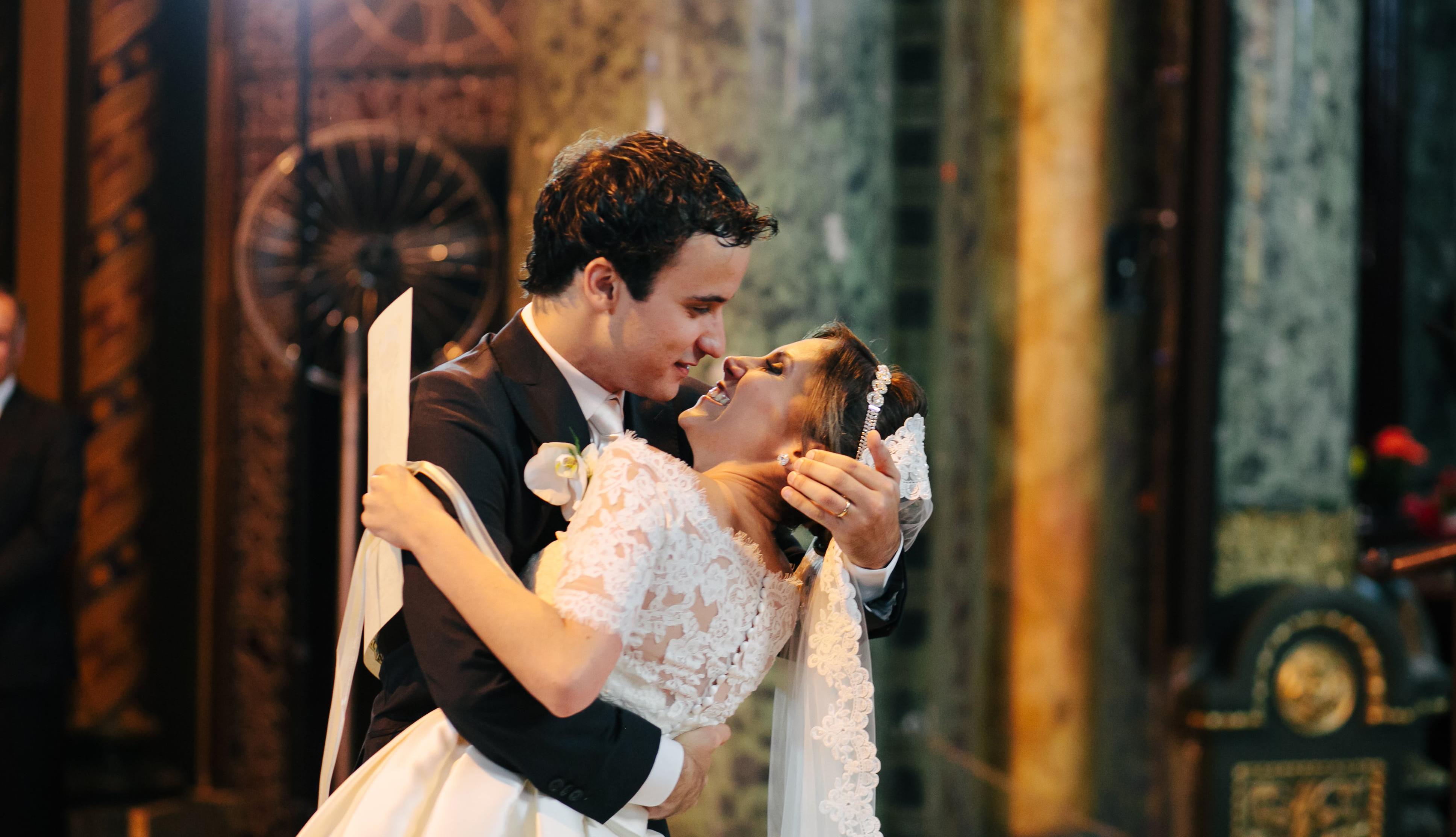 Casamento com decoração no estilo receber em casa – Luciana & David