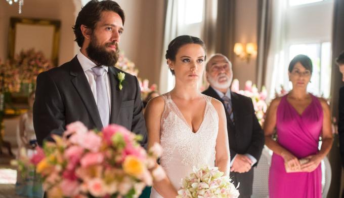 """O vestido de noiva de Clara em """"O Outro Lado do Paraíso"""""""