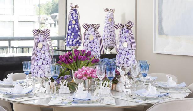 Almoço de noivado em  tons de roxo, azul e rosa