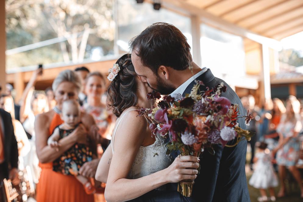 Casamento no campo com cara de outono: Mariana e Marcos