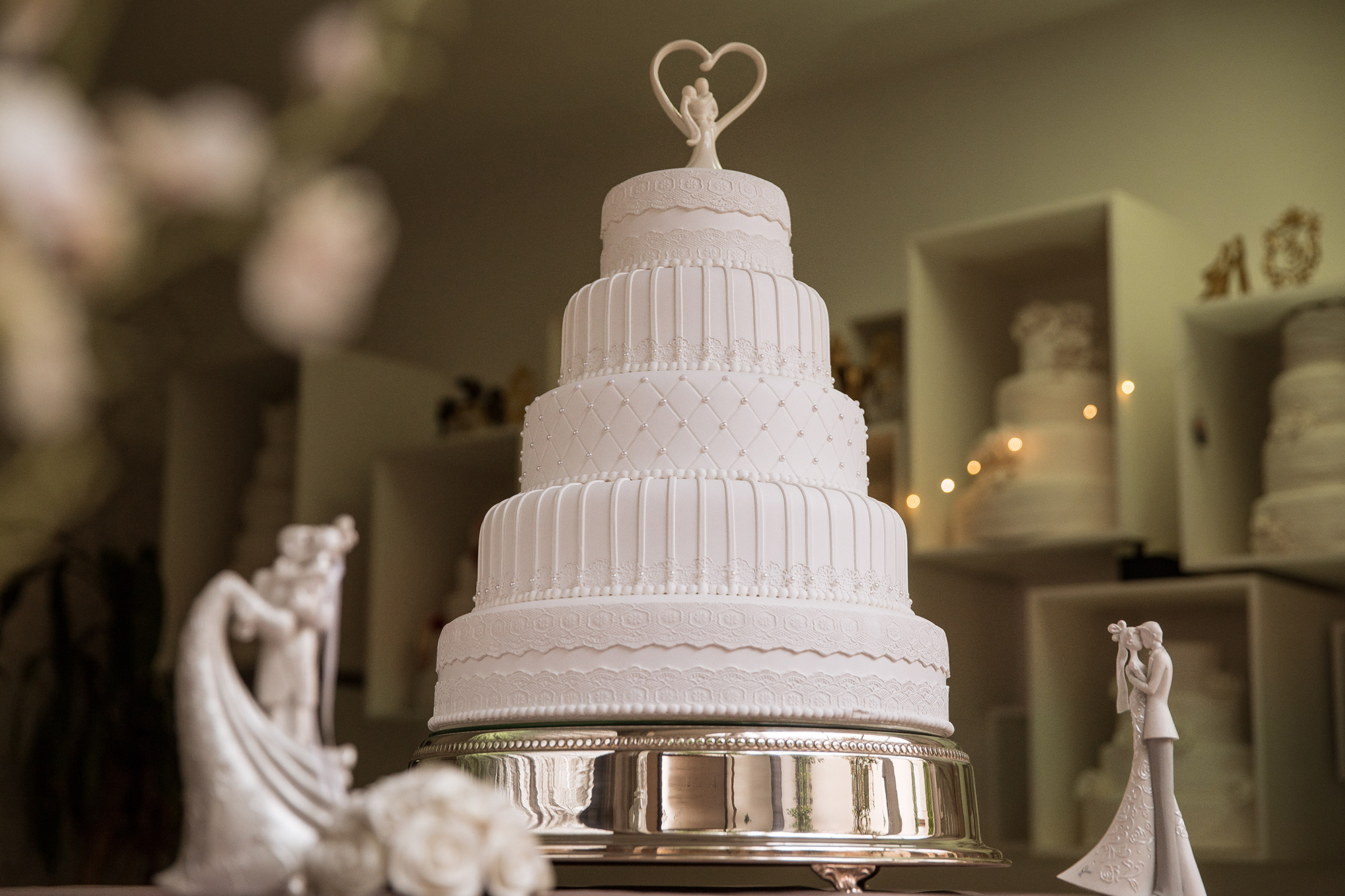 Bolo verdadeiro x bolo cenográfico: Qual escolher para o casamento