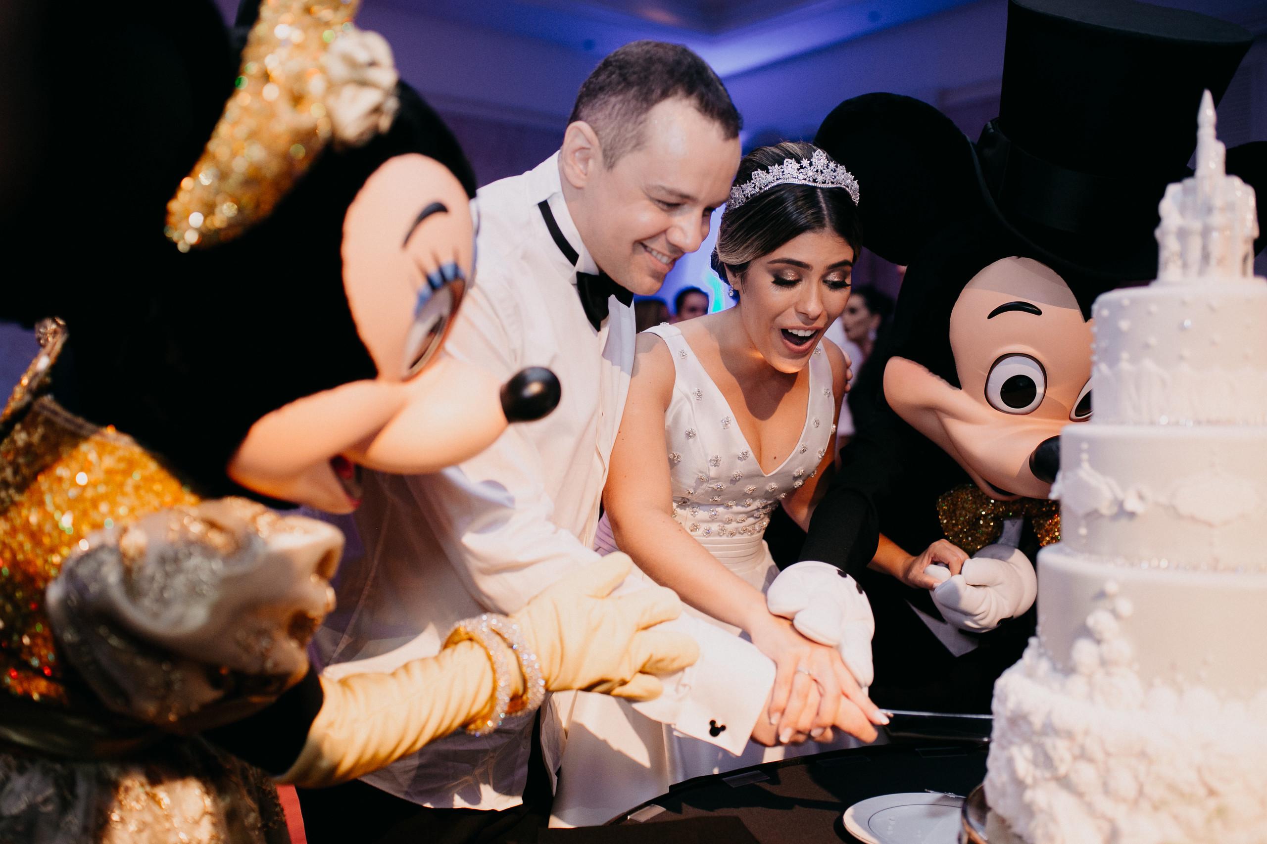 Noiva brasileira conta experiência de casar na Disney