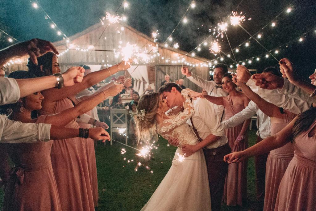 Casamento rústico ao ar livre: Sara e Matheus