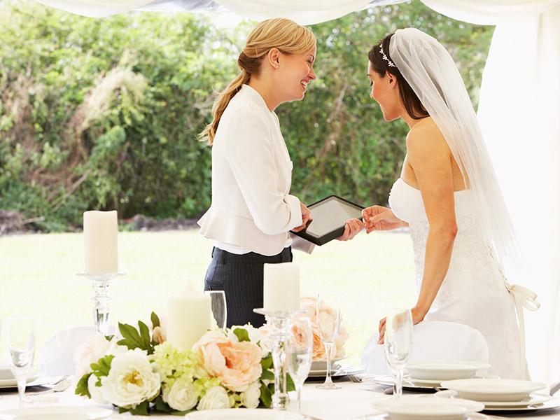O que não pode faltar no contrato dos fornecedores do casamento