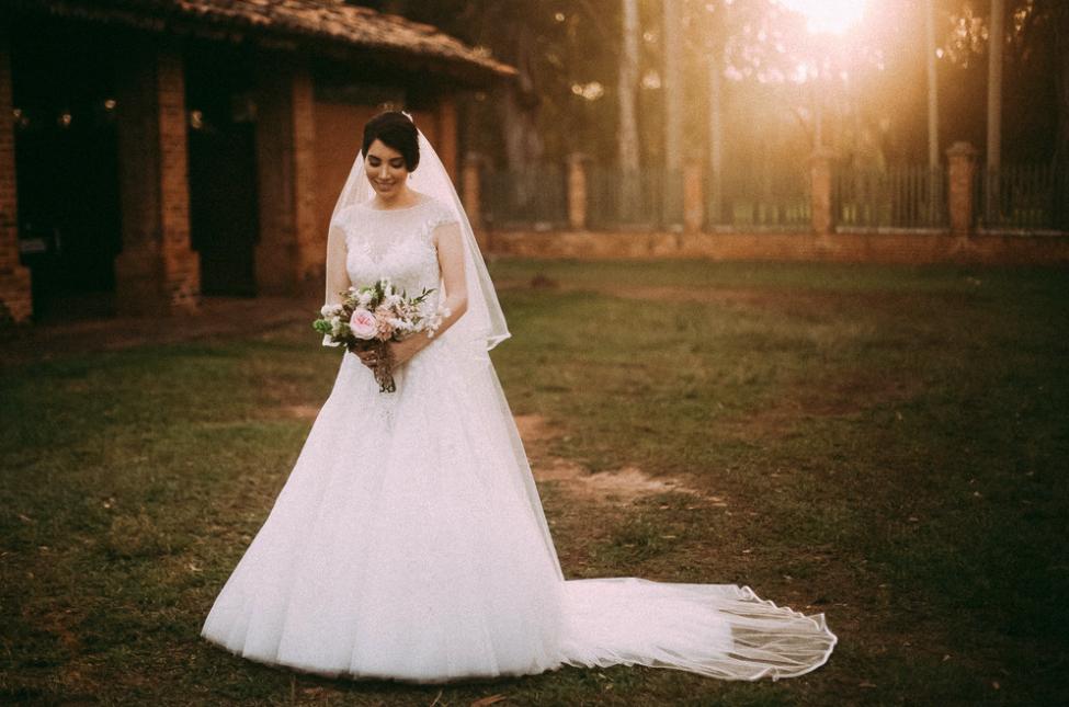 Casamento na fazenda com decoração romântica: Beatriz e Evandro