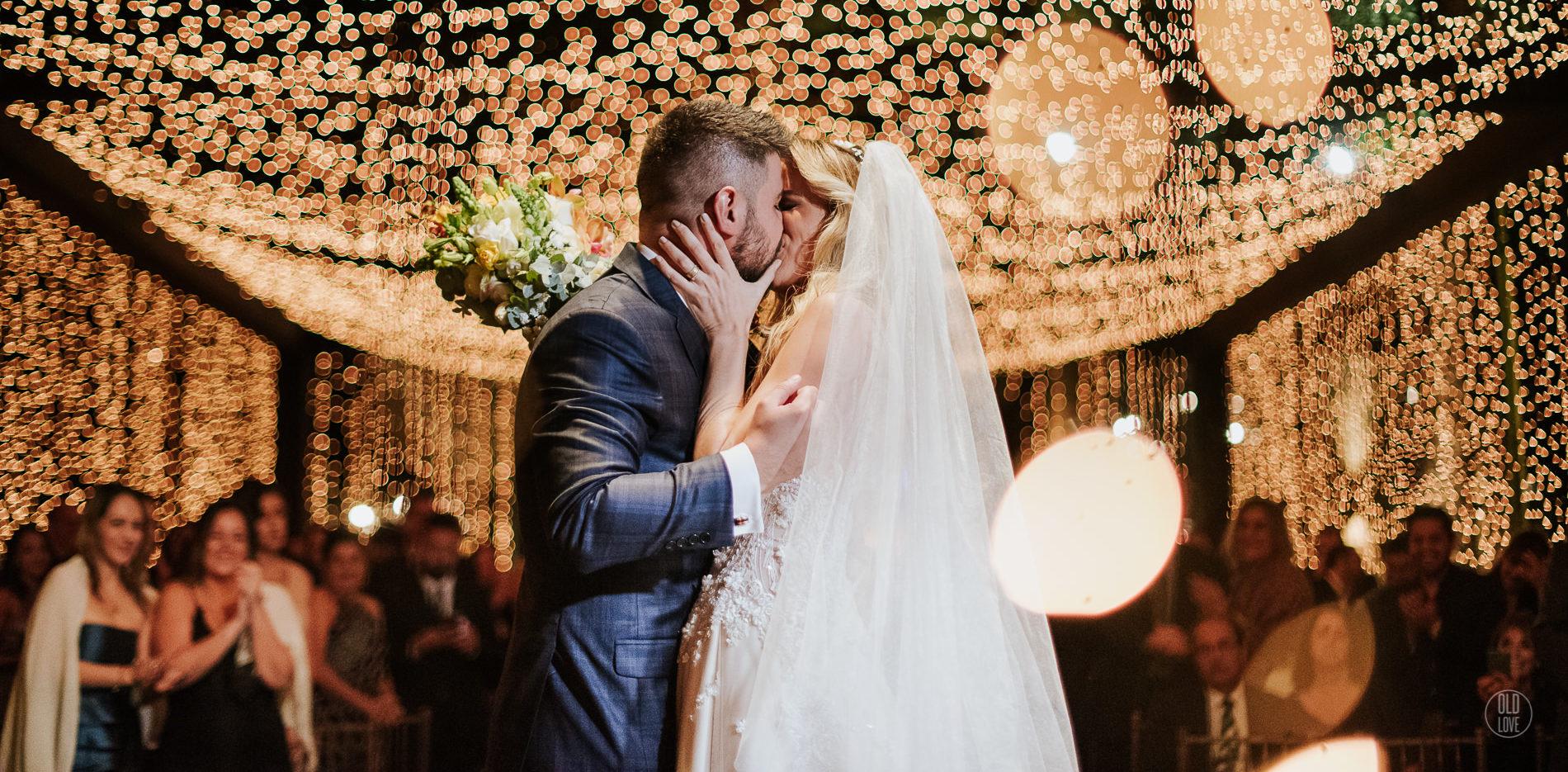 Casamento no jardim com muitas luzes: Juliana e André