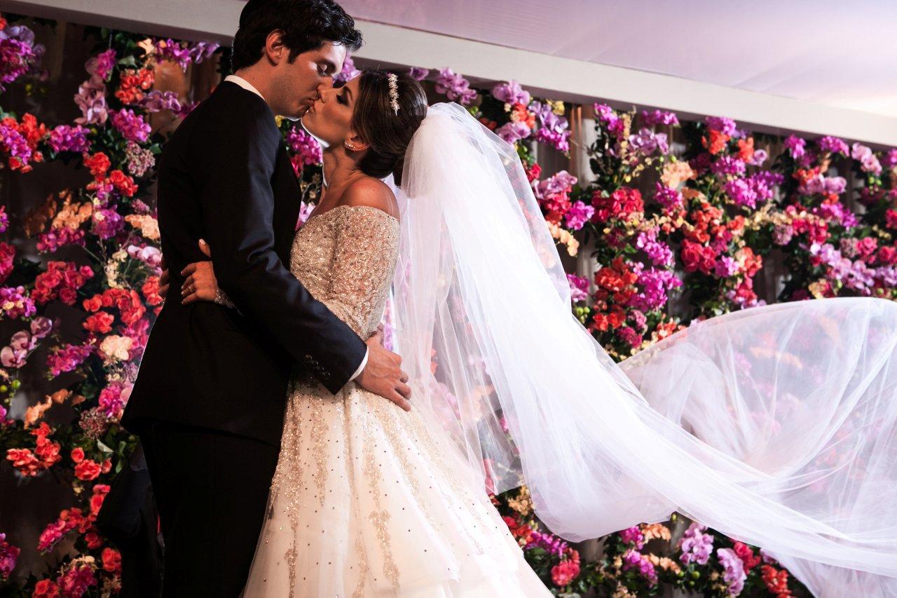 Painel de flores na decoração do casamento