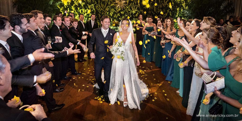 Casamento clássico no Hotel Unique: Milene e Vinicius