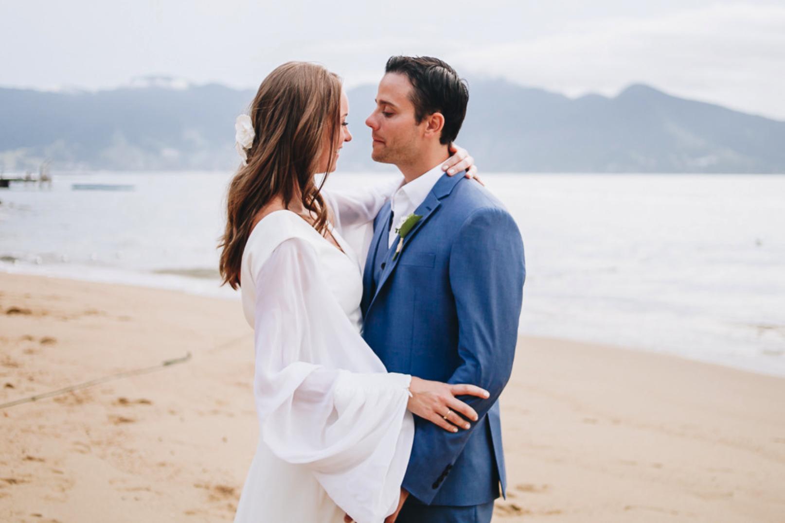 Casamento na praia de Ilhabela: Ana Carolina e Guilherme