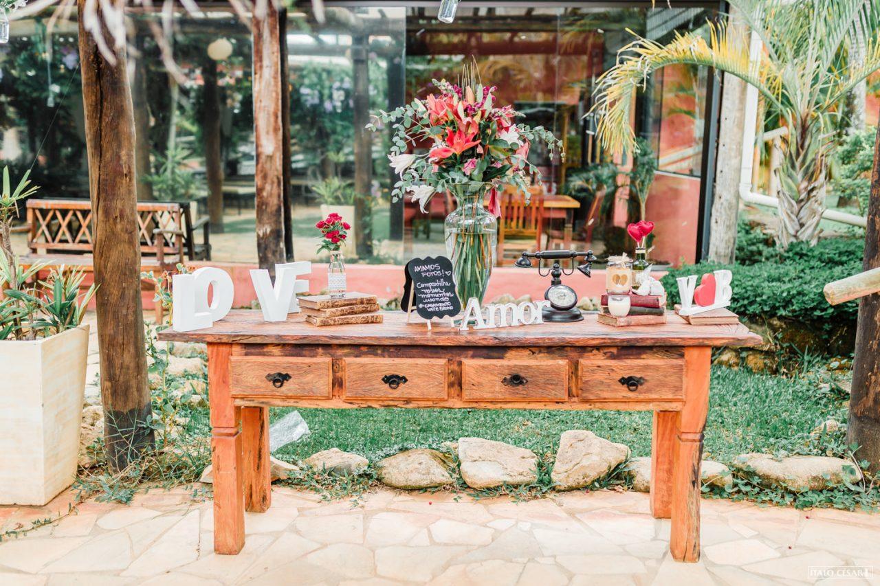 Como usar móveis de família na decoração do casamento