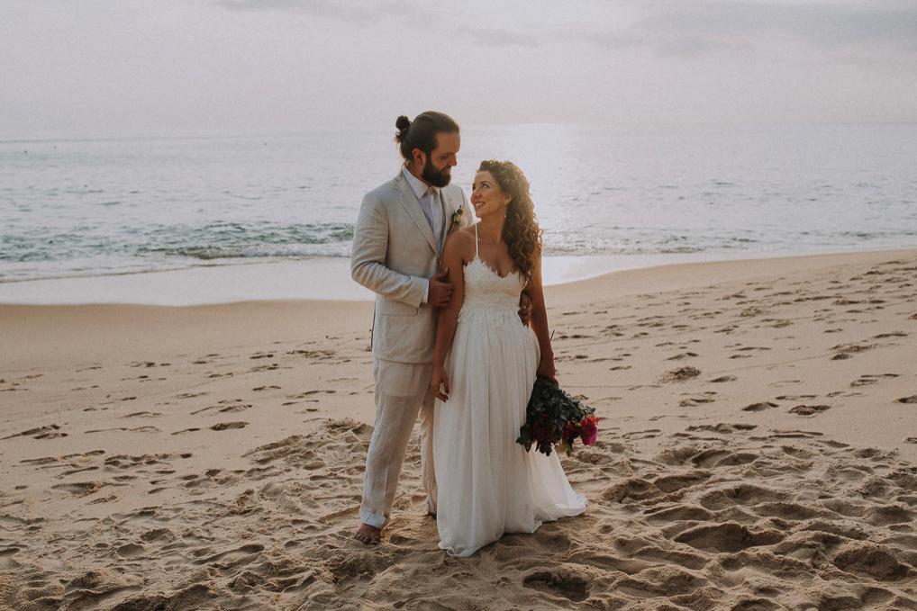Casamento na praia de Toque Toque Pequeno: Bárbara e Jan