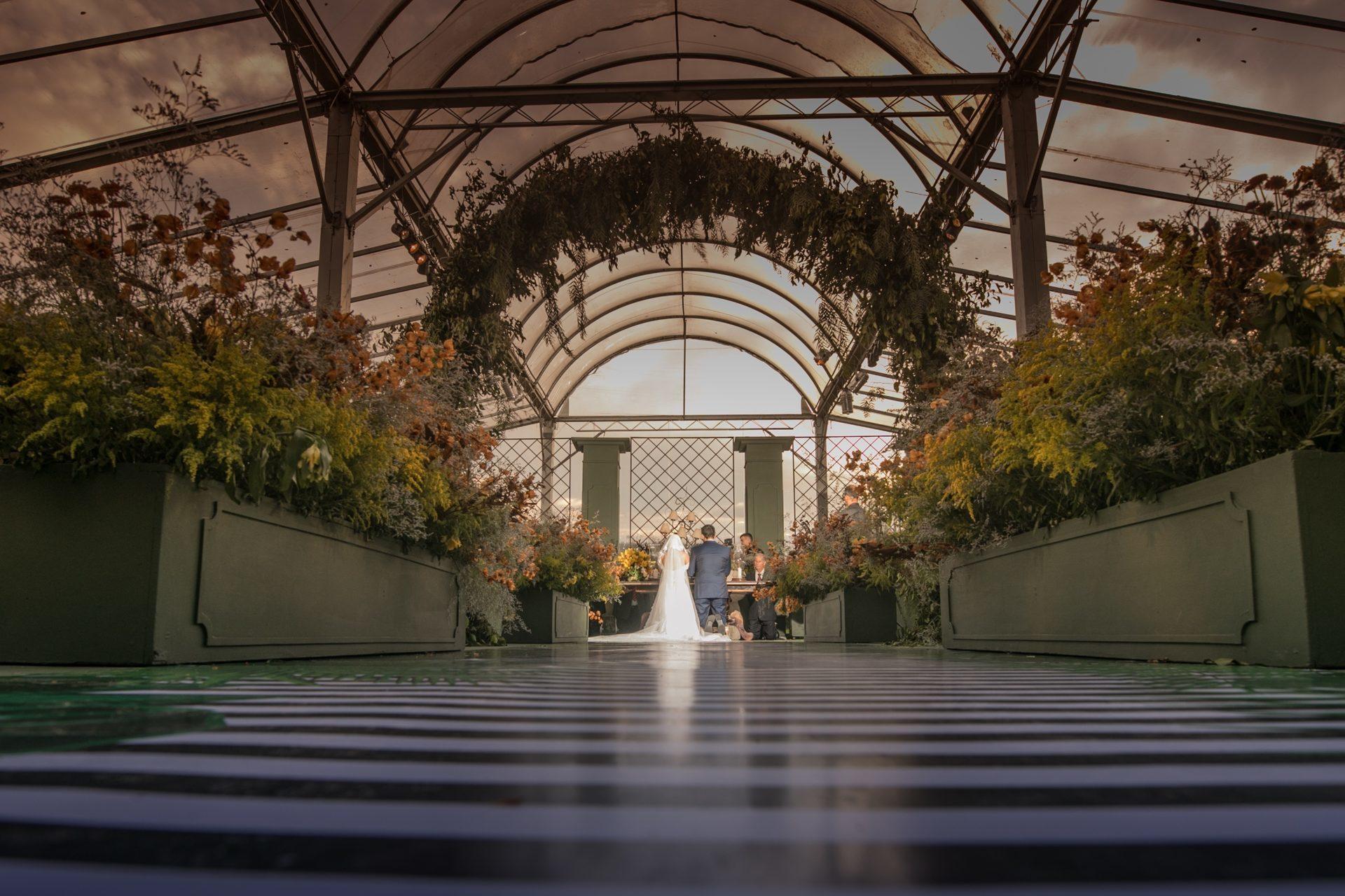 Casamento com decoração amarela e laranja: Michelle e Tiago
