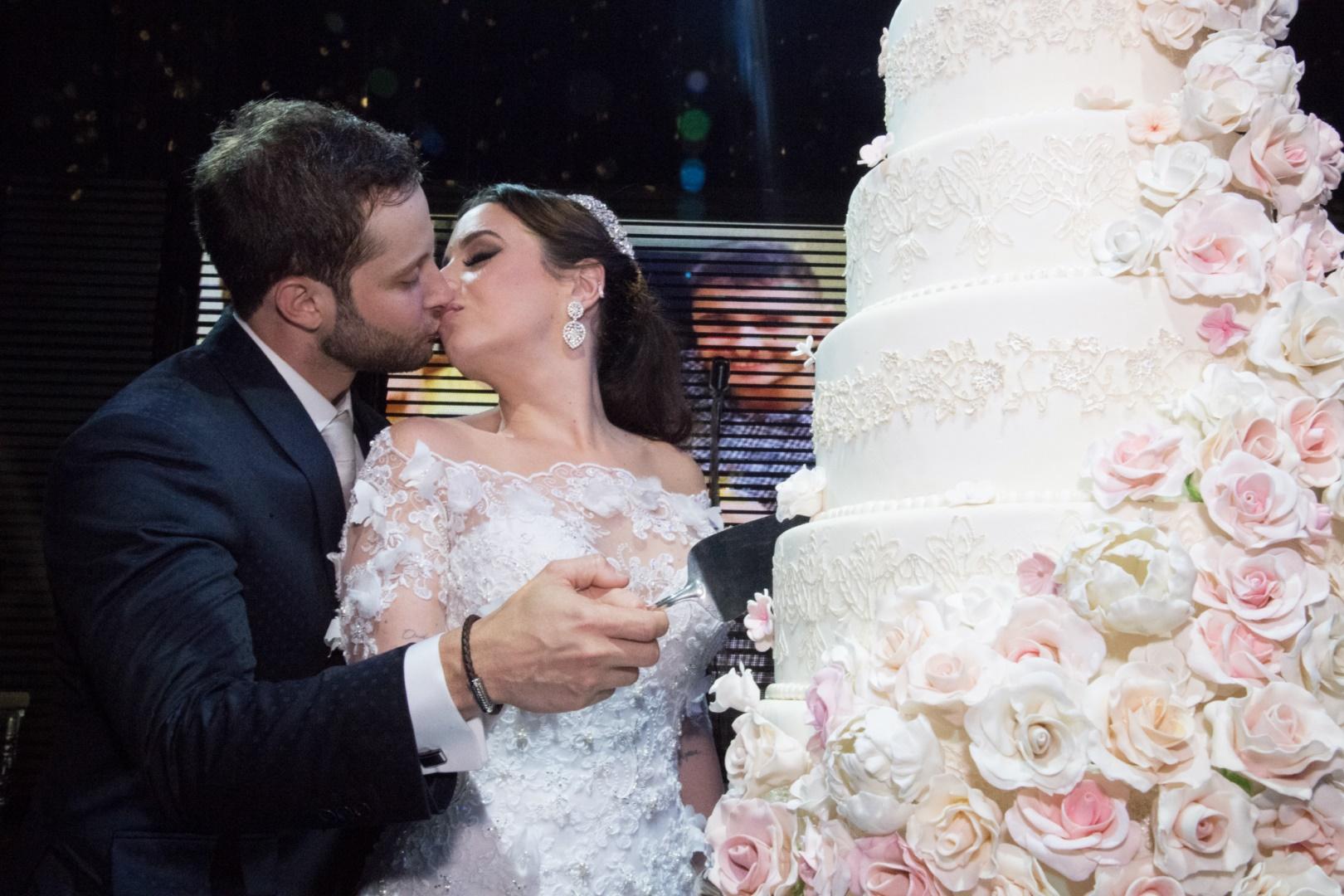 Casamento com decoração romântica: Fernanda e Bruno