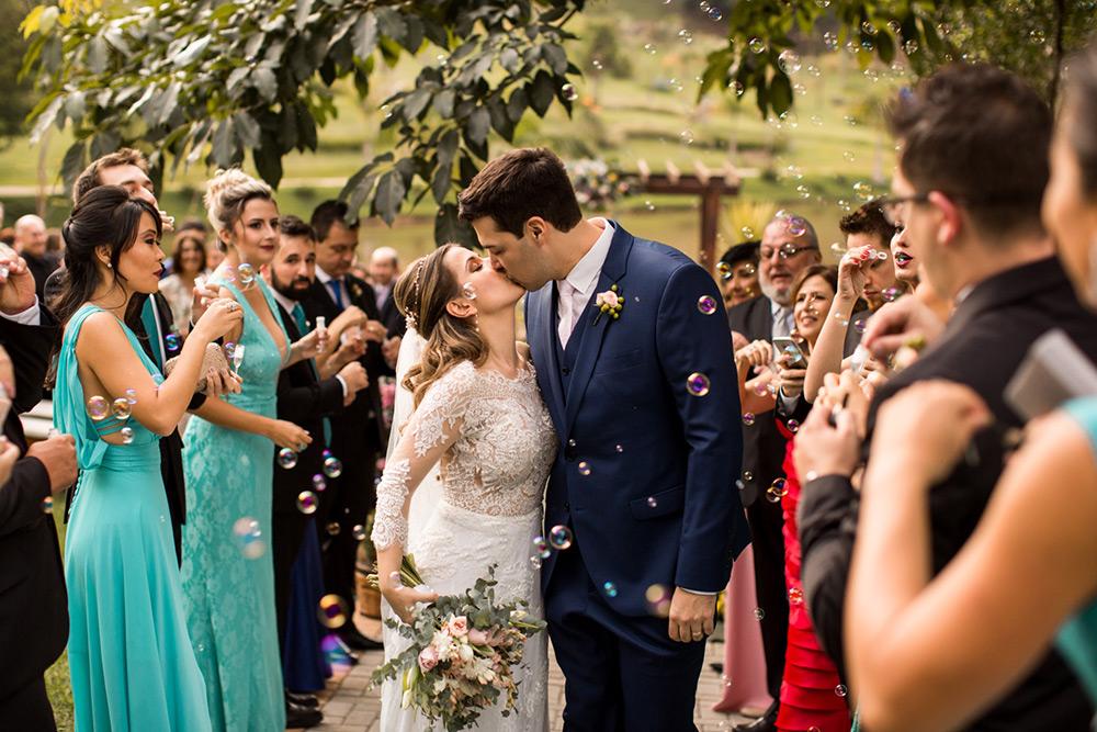 Casamento com decoração romântica no Terras de Clara: Renata e Renato