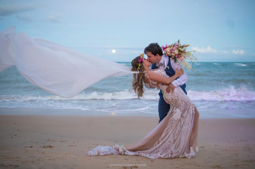 Casamento na praia em Arraial d'Ajuda: Brunna e Geraldo