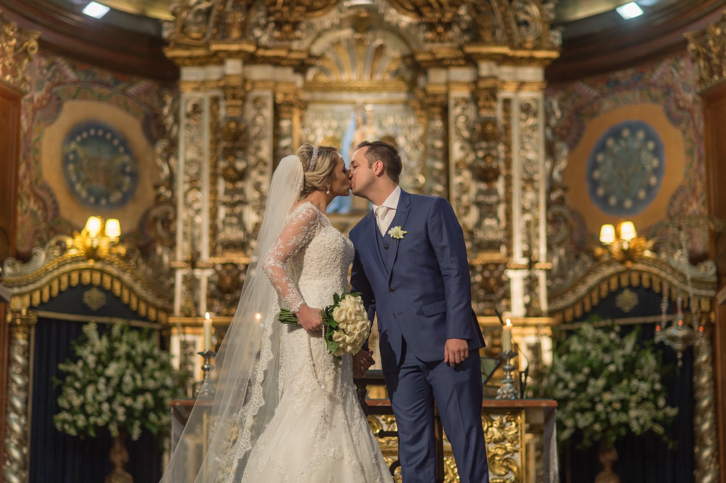 Casamento clássico com decoração verde e branca: Danielle e Matheus