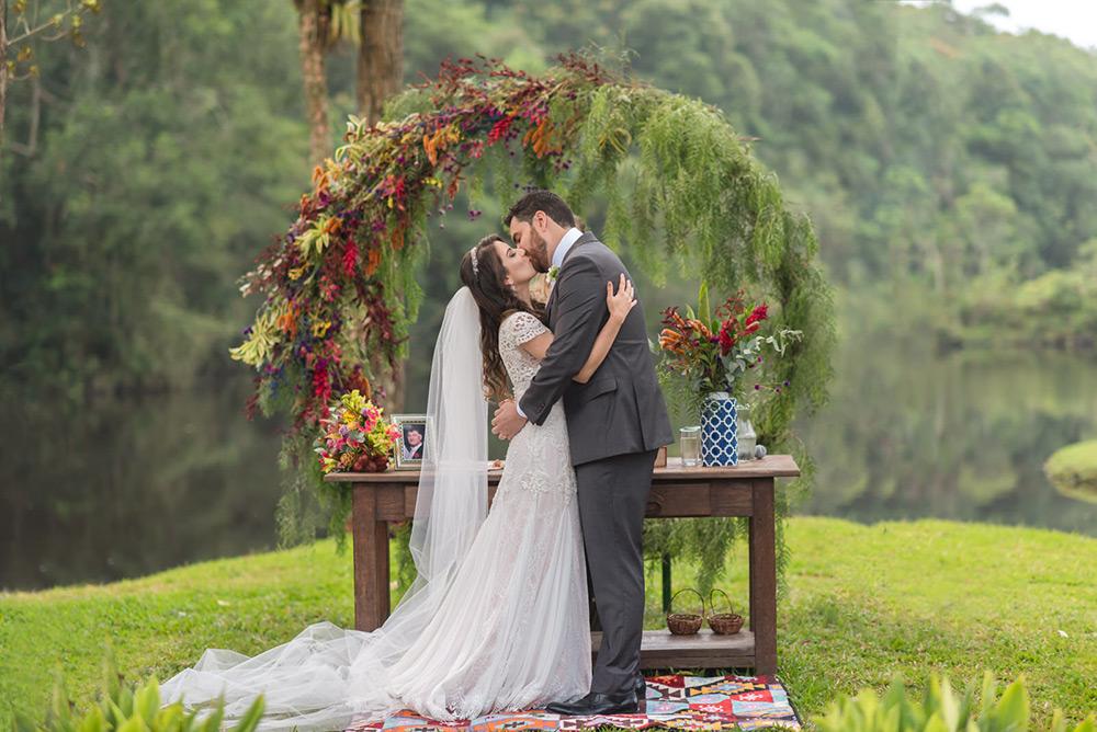 Casamento ao ar livre no Espaço Serra do Mar: Luana e Ricardo