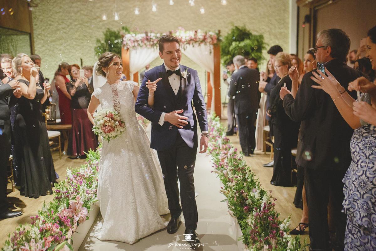 Casamento clássico na Casa Traffô: Mariana e Luís Otávio