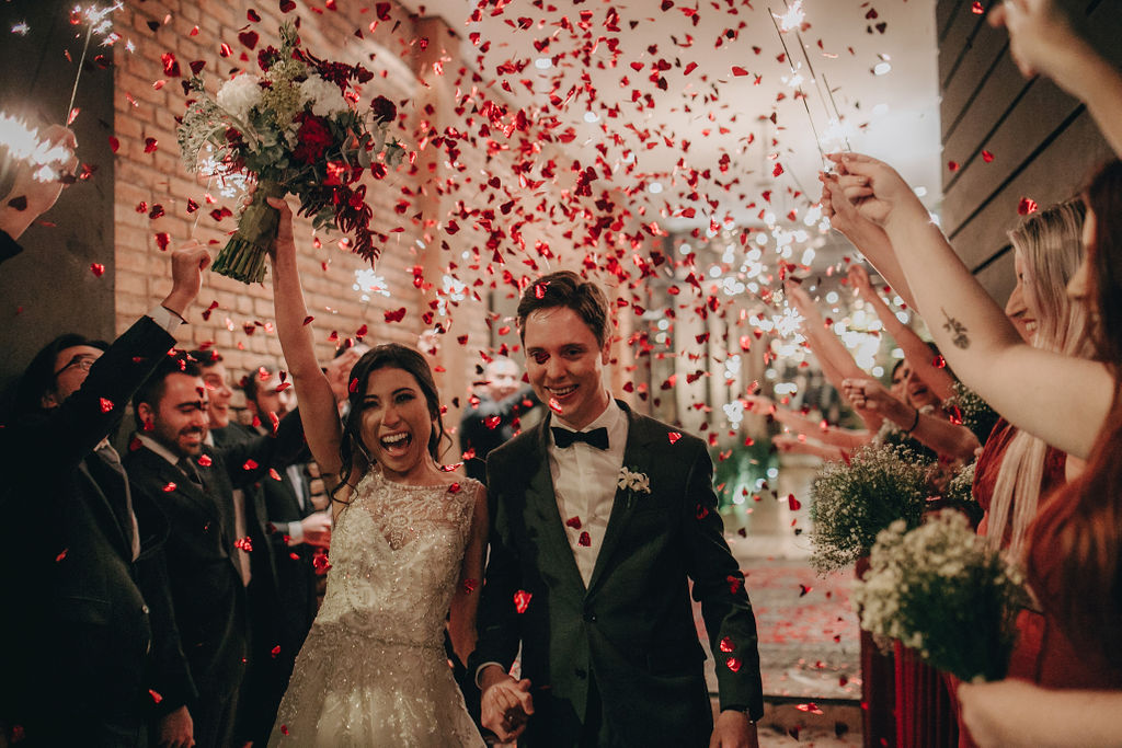 Casamento romântico com decoração rústica: Fernanda e Ivan