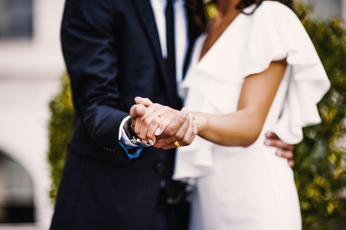 Acabou de ficar noiva? Confira seis coisas que você NÃO precisa decidir agora