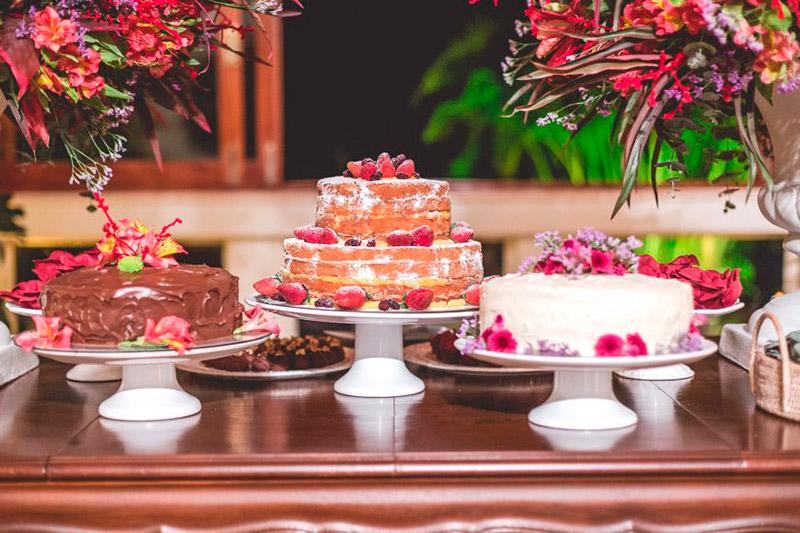 Mesa de bolos composta para mini wedding