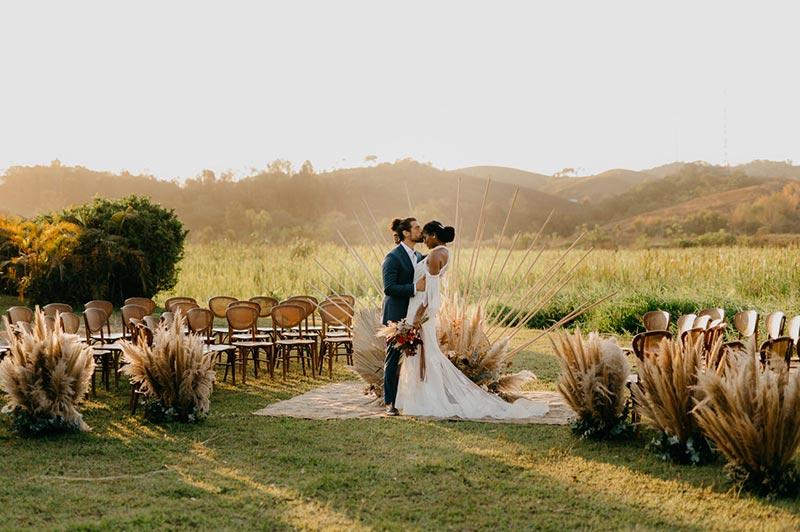 Casamento moderno no campo