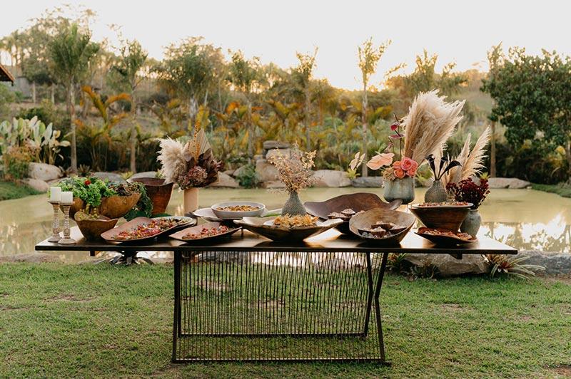 Mesa de gastronomia casamento no campo