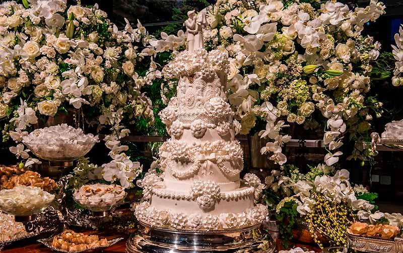 Mesa de doces clássica casamento